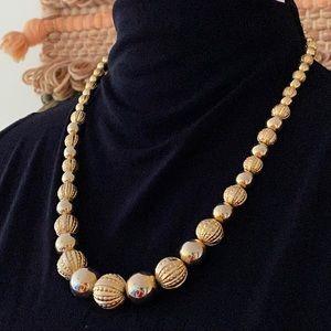 🎉5/20 SALE🎉 vintage graduated gold bead necklace